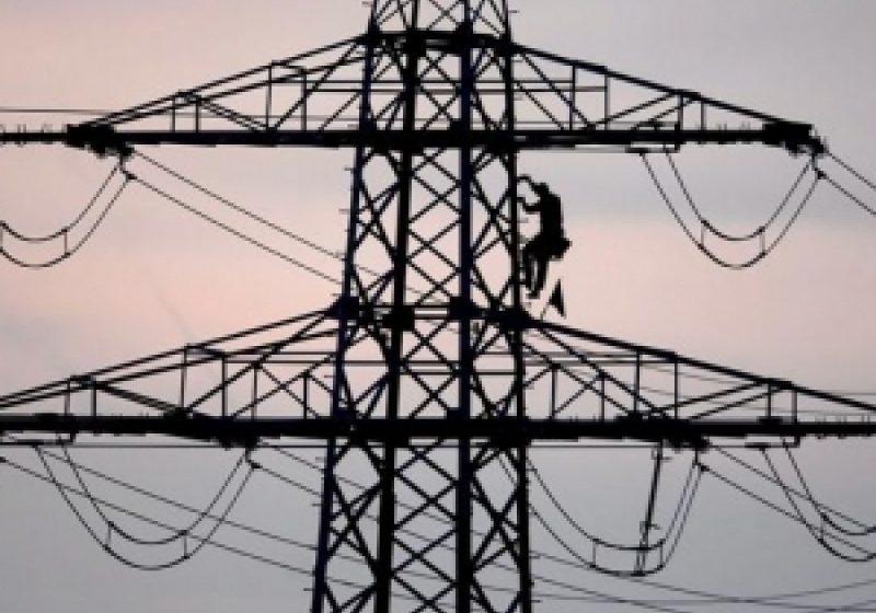 Vremea capricioasă a lăsat 30 de familii din Sârbi fără curent electric
