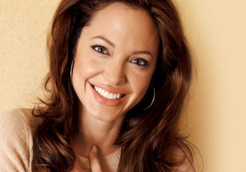 """Angelina Jolie: """"Actoria este ca o terapie"""""""