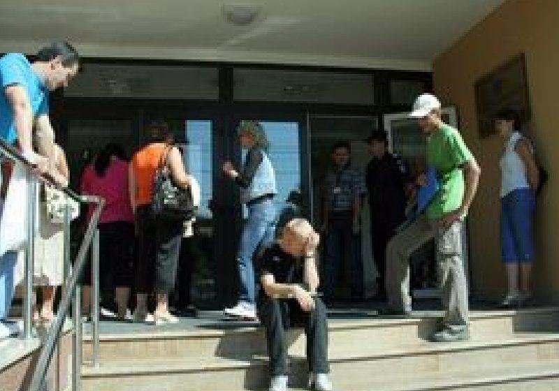Aproximativ 19.500 de candidaţi participă la concursul pentru posturile rămase libere după titularizare