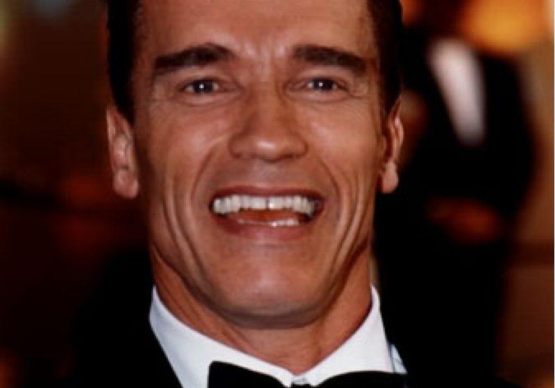 Arnold Schwarzenegger, amendat în Austria pentru că a fumat în două aeroporturi