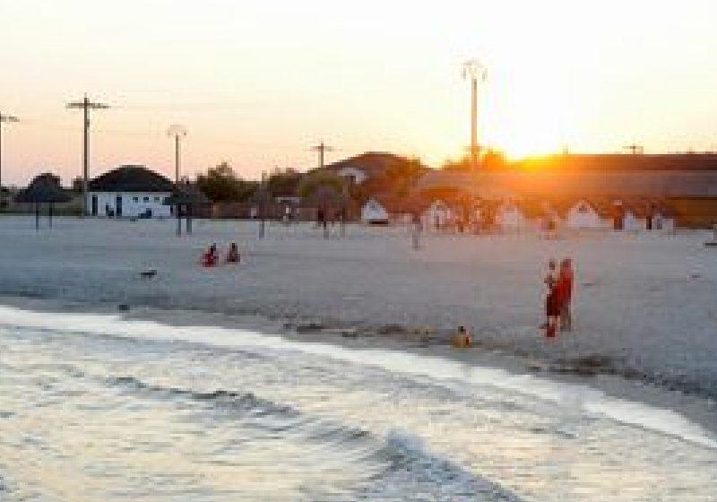 Asociaţiile din turism susţin că tarifele pe litoral nu cresc începând cu 1 august
