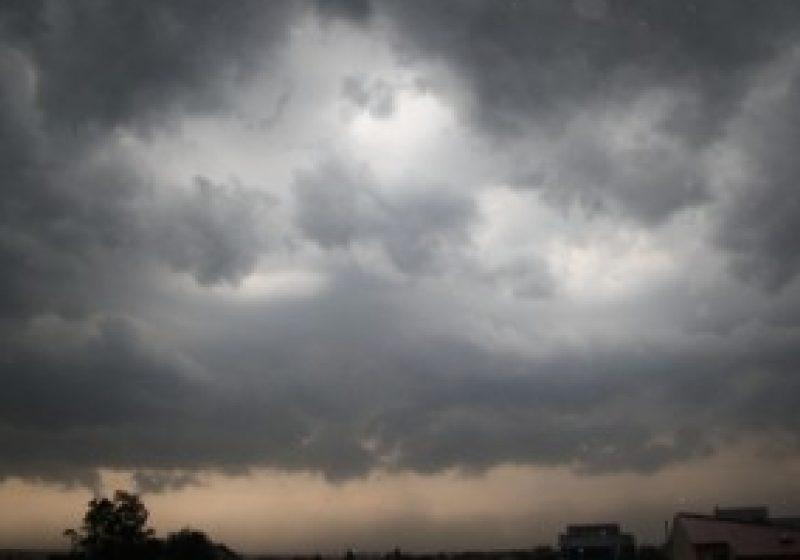 Avertizare de vreme severă anunţată până la ora 20.40
