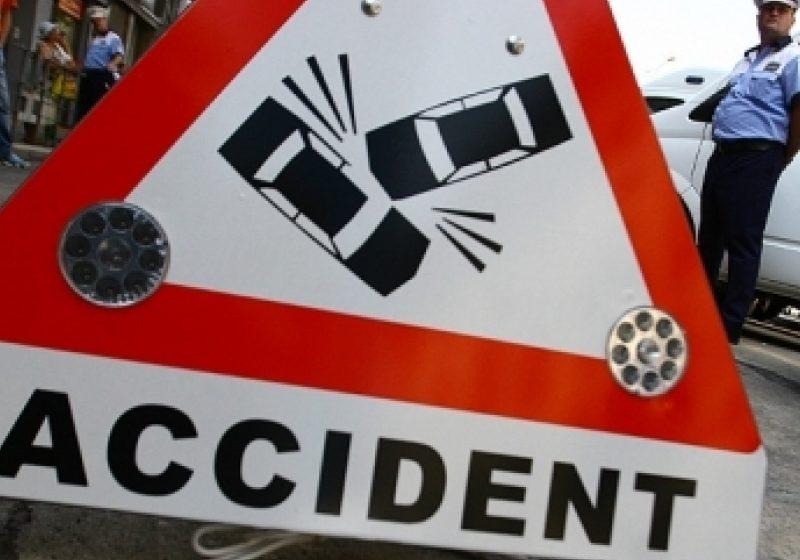 Coliziune între un autoturism şi un motociclist soldată cu rănirea unui bărbat din Sighet