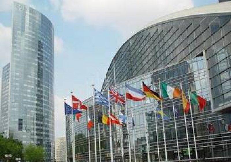 România ar putea avea acces mai uşor la fonduri europene. CE propune reducerea cofinanţării de la 15% la 5% pentru şase state