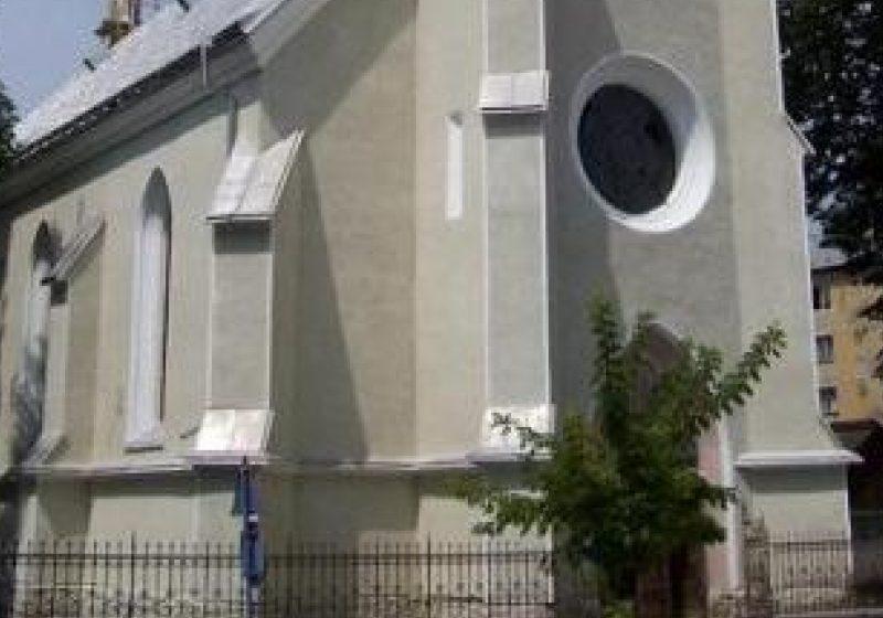 """Credincioşii pot să participe  la sărbătorirea hramului bisericii """"Adormirea Maicii Domnului"""", din Sighetu Marmaţiei"""
