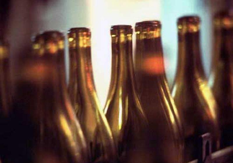 Deţinerea a peste 40 litri de alcool etilic ar putea fi pedepsită cu închisoare