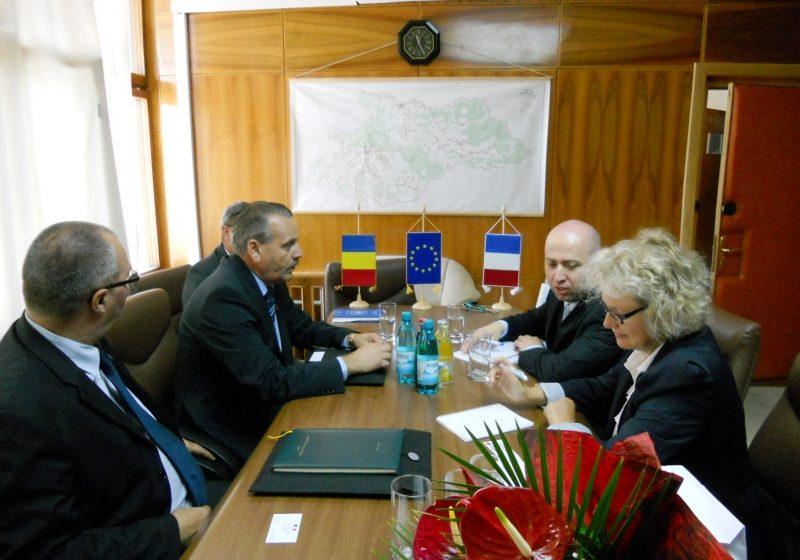 Un Diplomat francez aflat în vizită în Maramureş s-a arătat interesat de problemele rromilor maramureşeni
