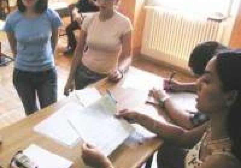 Doar 2 elevi din Maramureş au susţinut azi proba scrisă la limba maternă