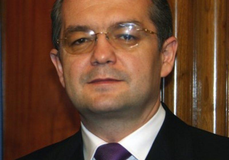 Baia Mare: Prefectul de Maramureş, Sandu Pocol, a fost convocat de către premierul Emil Boc la videoconferinţă
