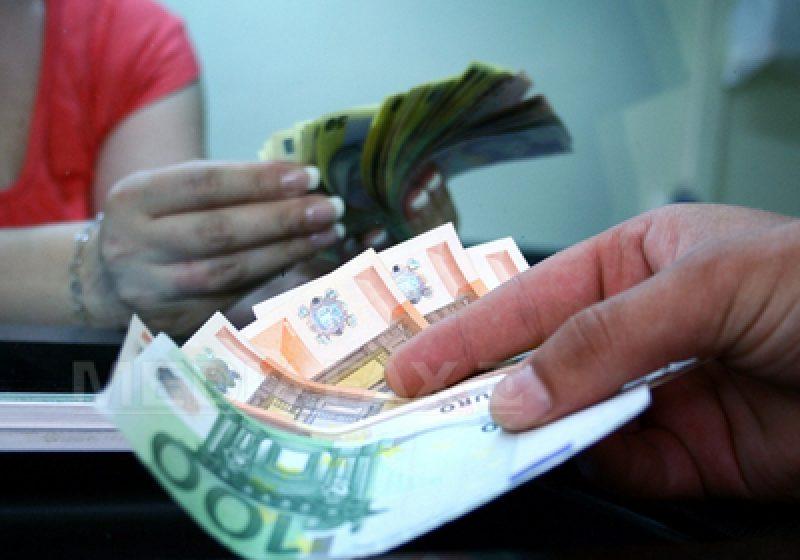 Euro ajunge la maximul din acest an, iar francul atinge un nou record istoric