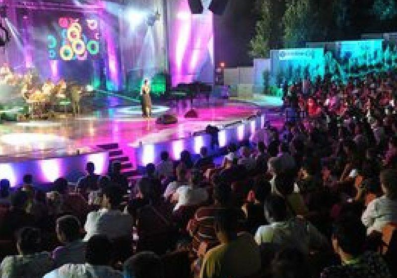 A început Festivalul Naţional de Muzică Uşoară Mamaia 2011