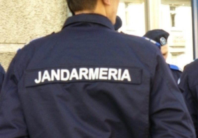 Jandarmii păzesc bacul