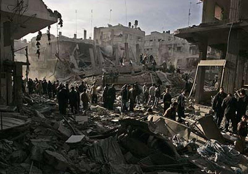 Lupte violente cu rachete şi artilerie grea în apropierea reşedinţei lui Kadhafi