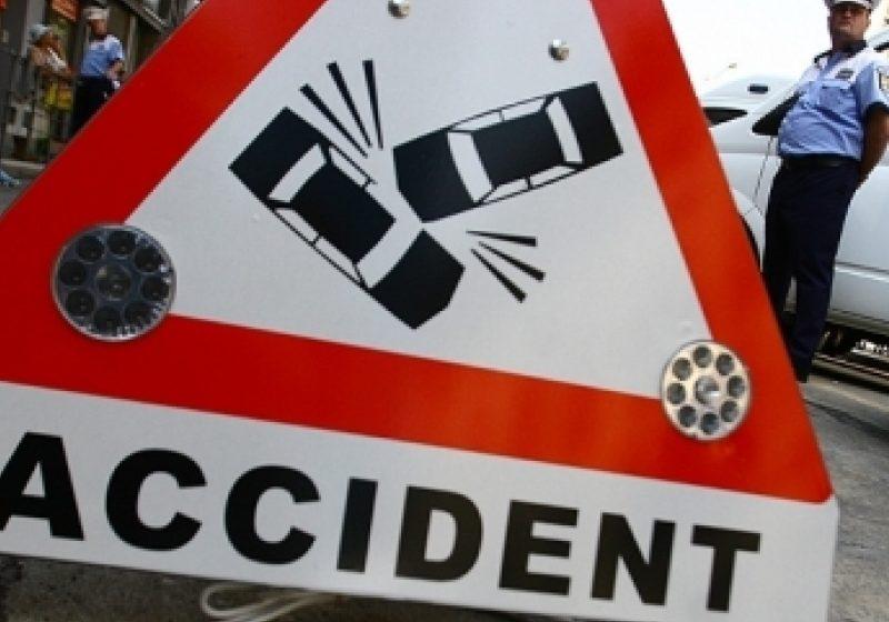 Un tânăr ieudean a pătruns în viteză pe contrasens în vârf de pantă şi a accidentat o conducătoare auto din Sighetu Marmaţiei