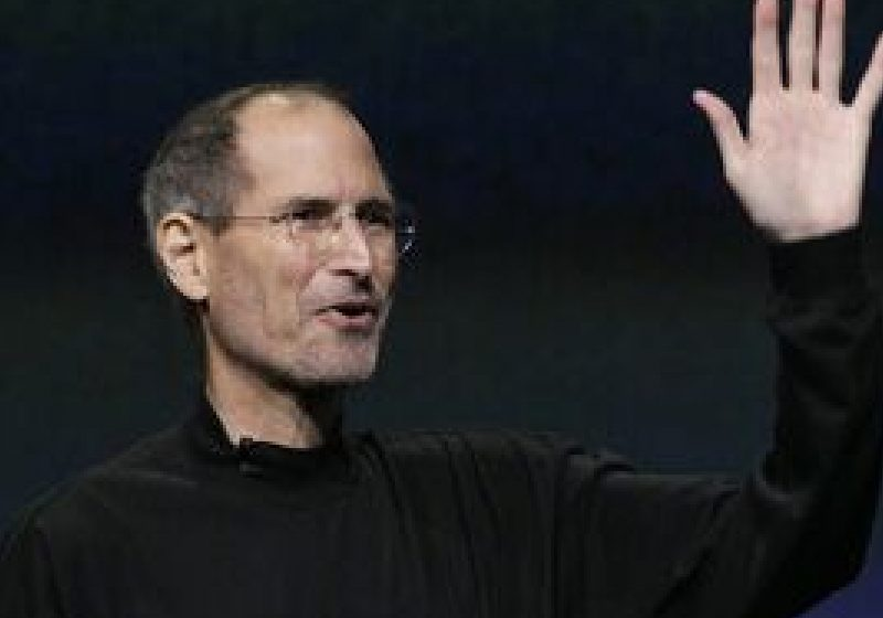 Preşedintele şi fondatorul Apple Steve Jobs demisionează