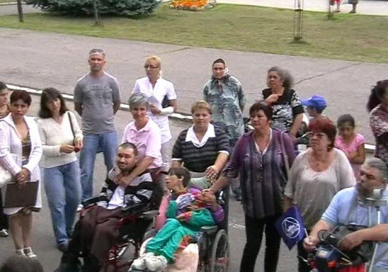 Baia Mare: Asistenţii personali din Maramureş au ieşit astăzi în stradă pentru a-şi cere drepturile
