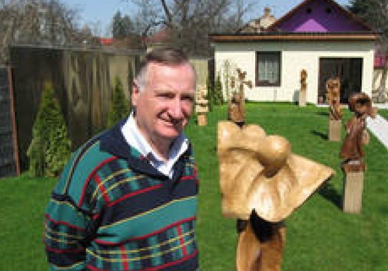 """Sculptorul Ioan Bledea, denumit de francezi """"mâncătorul de lemn"""""""