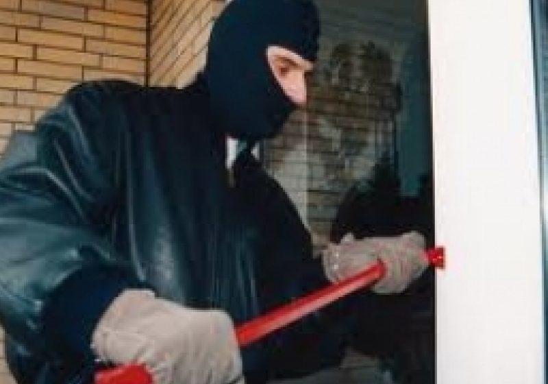 Şomcuta Mare:Doi tineri au forţat geamul unui magazin pentru a pătrunde în interior şi a sustrage bunuri