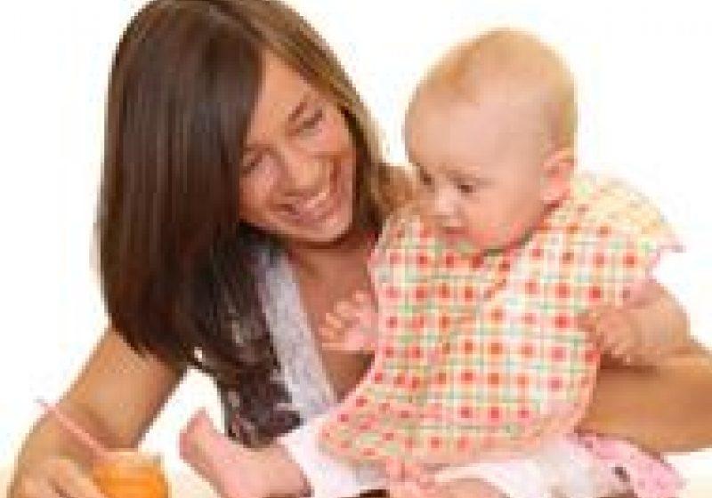 Spitalele din judeţul Maramureş, prin personalul de specialitate, desfăşoară activitati de consiliere a tinerelor mame privind  importanţa alimentaţiei la sân