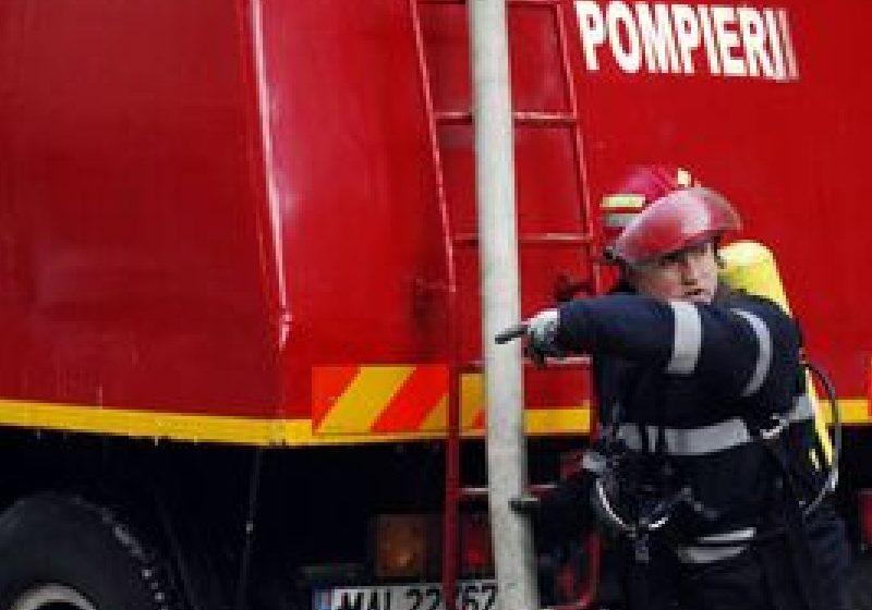 Maramureş: Un pompier militar a murit în timp ce mergea cu echipajul la un incendiu