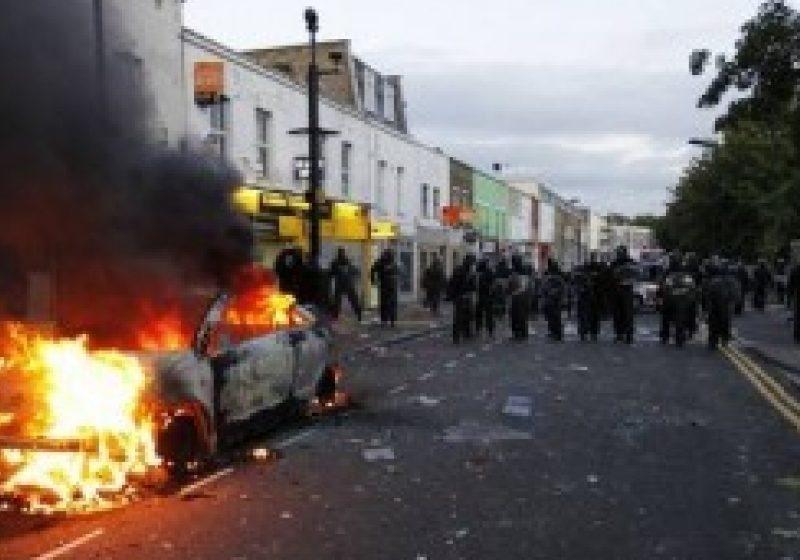 Violenţele se extind în Marea Britanie: Oraşele Birmingham, Liverpool şi Bristol, vandalizate şi jefuite