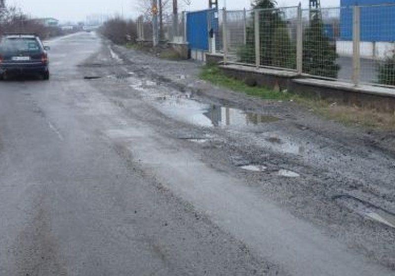 Carosabilul sectoarelor de drumuri naţionale din judeţ este uscat şi curat, excepţie fâcând un tronson al DN 18, în Pasul Gutâi