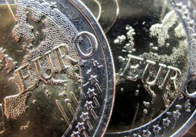 Cursul euro/leu a urcat la un nou maxim al anului 2011