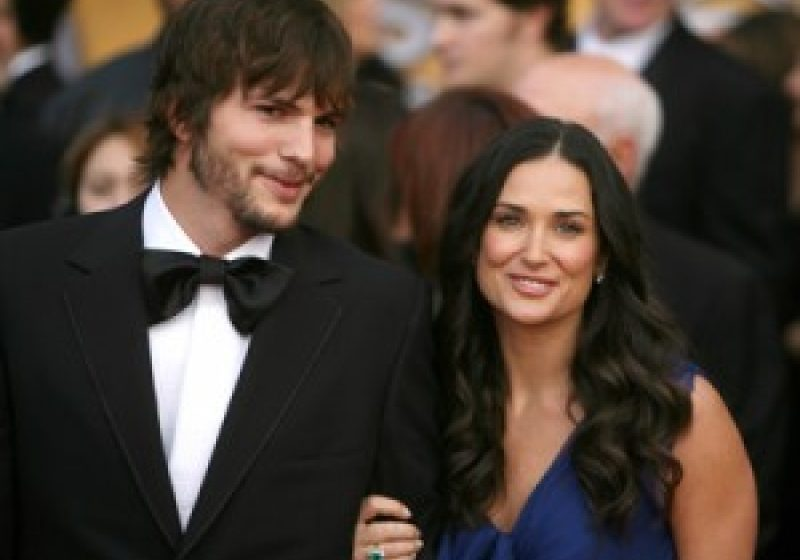 Demi Moore divorţează de Ashton Kutcher