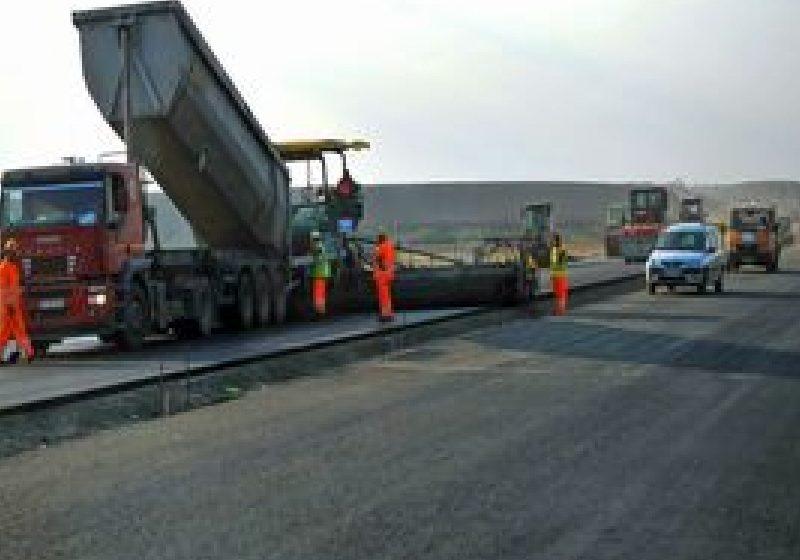 Boc: Guvernul îşi propune investiţii de stat, în perioada 2012-2013, drumuri naţionale şi autostrăzi, locuinţe ANL
