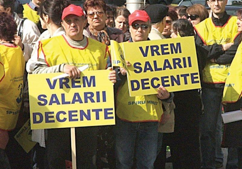 Peste 500 de profesori au pichetat azi Ministerul Educaţiei, iar protestele vor continua şi mâine