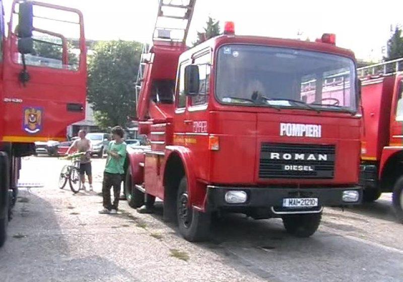 Maramures: Pompierii militari continuă acţiunea de distribuire a apei menajere la populaţie