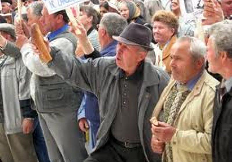 Seria protestelor continuă: pensionarii din Maramureş se solidarizează protestelor din capitală