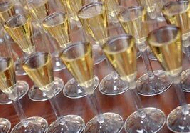 Se poate slăbi şi cu…şampanie