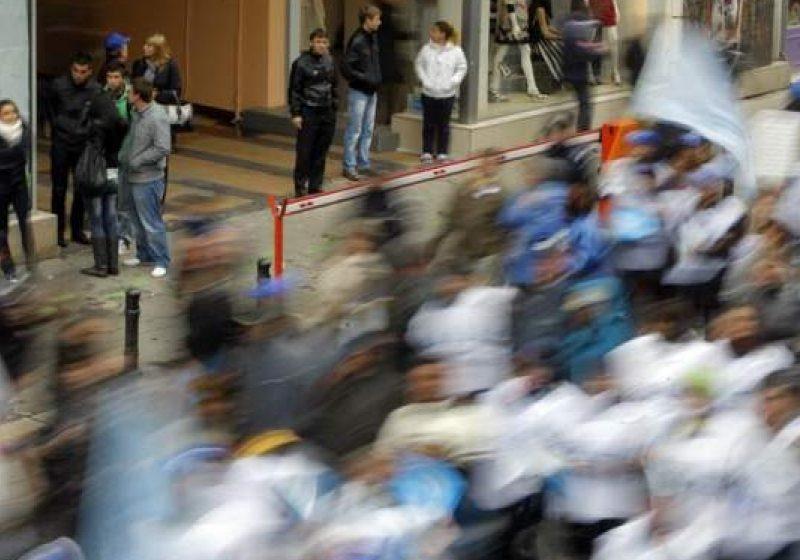 Sindicaliştii din învăţământ pichetează Ministerul Educaţiei