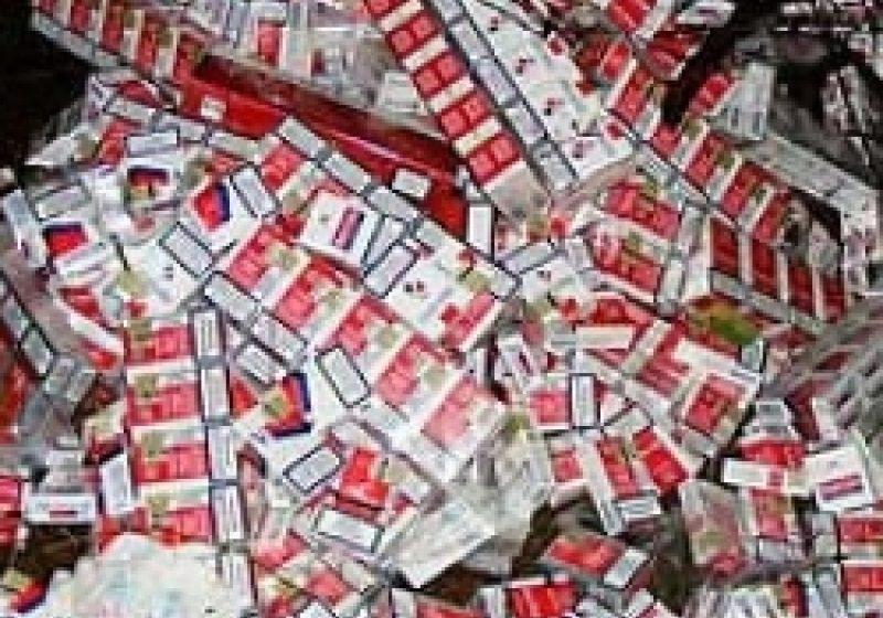 SIGHET: Ţigări de contrabandă descoperite în portbagajul unui autoturism pe o strada din Sighetu Marmatiei