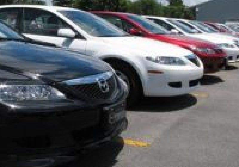 SIGHET: Vânzarea ilegală de maşini pe domeniul public înfloreşte in Sighetu Marmatiei