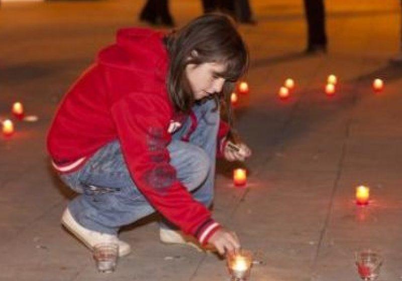 """SIGHET: Zeci de """"steluţe""""aprinse în Parcul Central în gest de solidaritate cu cei nevoiaşi"""