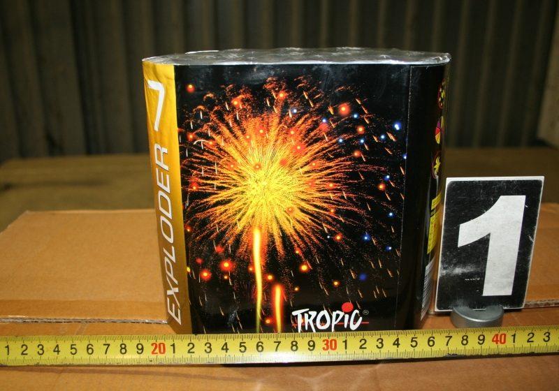 Peste 2.000 kg de artificii confiscate la PTF Petea