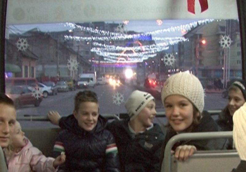 SIGHET: Autobuzul lui Moş Crăciun îi aşteaptă pe cei mici la o călătorie de neuitat prin oraş