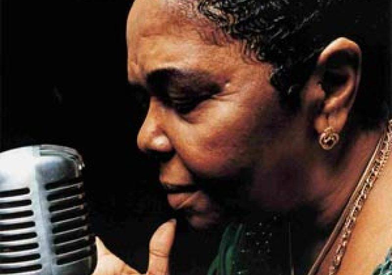 Cântăreaţa Cesaria Evora a murit
