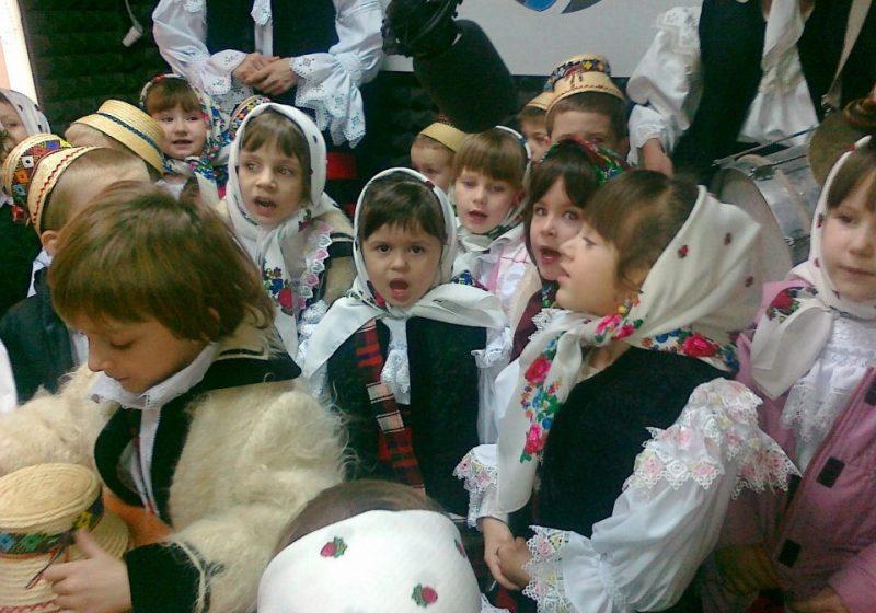 SIGHET: Redacţia TV SIGHET şi SIGHET FM a primit vizita micuţilor colidători de la Grădiniţa Nr. 9
