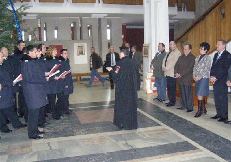 Baia Mare: Corul pompierilor militari din cadrul ISU Maramureş, cu colinda la autorităţile judeţului