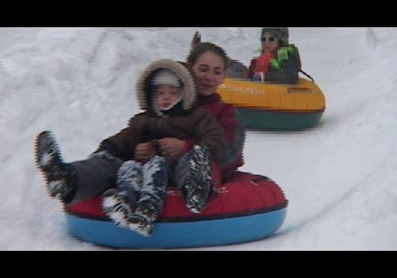 Cavnic: Distracţie pe pârtiile din Cavnic. Meteorologii prognozează ninsori la munte şi de Revelion