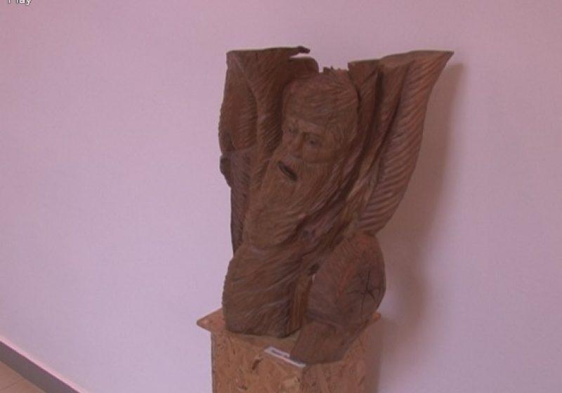 SIGHET: Sulptorul Ioan Bledea şi-a expus astăzi o parte dintre lucrările de suflet