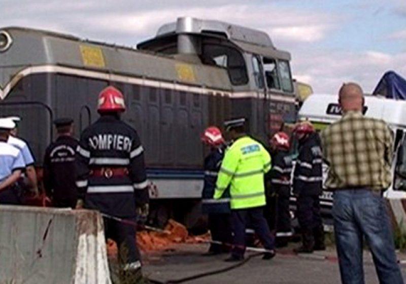 O cisternă cu motorină a fost lovită de un tren. Patru persoane au fost rănite