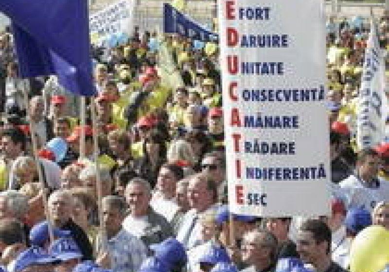 Sindicaliştii din învăţământ pichetează, marţi, Ministerul Educaţiei