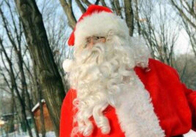 SUA: Un bărbat îmbrăcat în Moş Crăciun îşi omoară familia şi se sinucide