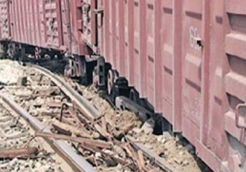 Un tren de marfă a deraiat pe linia Salva-Vişeu. La această oră, traficul feroviar se desfăşoară după orarul iniţial