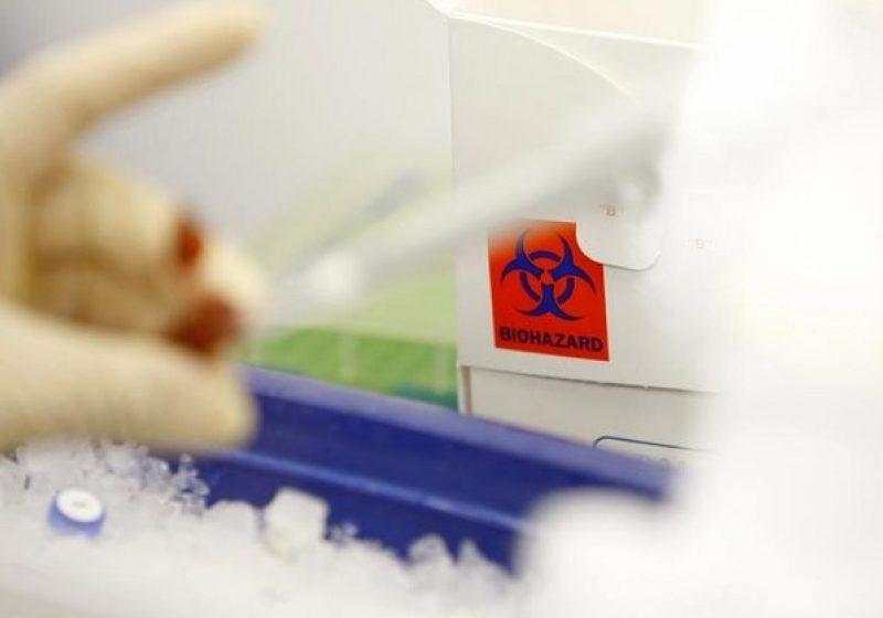 Pericol terorist: Virusul care poate ucide milioane de oameni, transmisibil prin tuse şi strănut. Laboratorul care l-a creat vrea să dea publicităţii metoda
