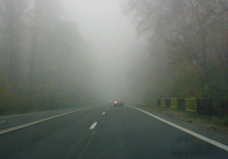 Info Trafic: Vizibilitate redusă de ceaţă pe Huta-Certeze